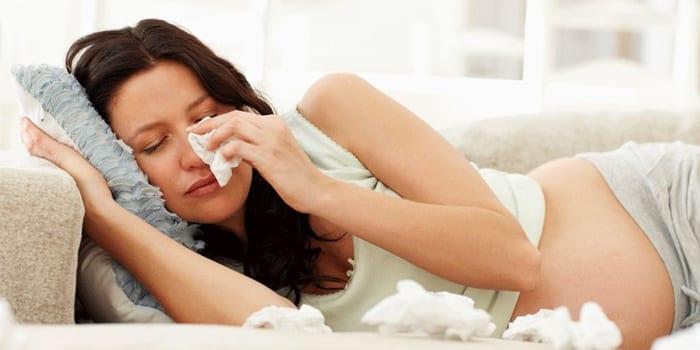 Беременная плачет