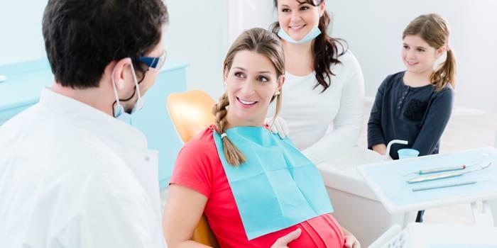 Будущая мама у стоматолога