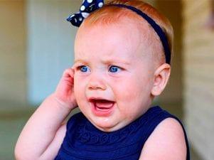 Что делать, если у ребенка болит ухо