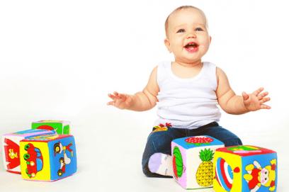Что должен уметь ребенок в 10 месяцев: навыки мальчика и девочки