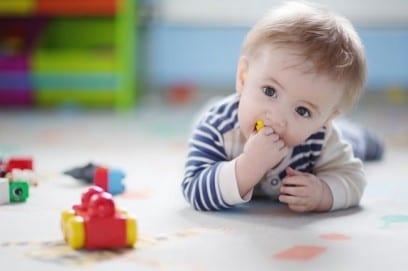 Что должен уметь ребенок в 4 месяца - рост и вес у мальчиков и девочек, развитие моторики и понимания речи