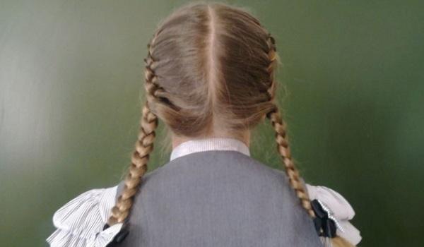 Опасность привычных косичек для девочек