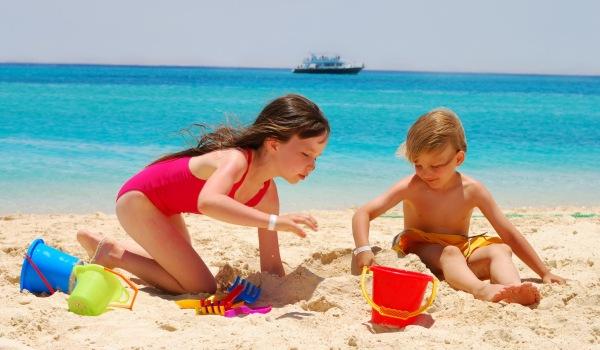 Как научить детей технике безопасности на пляже