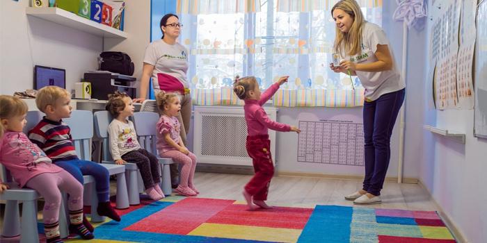 Дети в обучающем центре