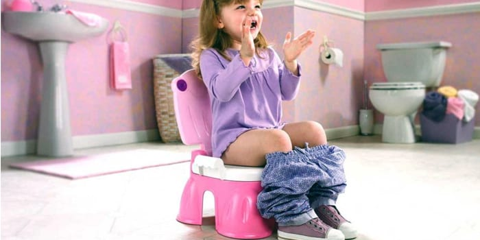 Девочка на горшке-стульчике