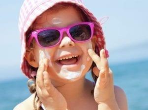 10 лучших солнцезащитных кремов для детей