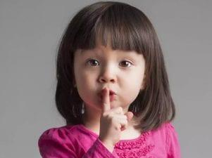 Как понять детский язык жестов и поговорить с малышом