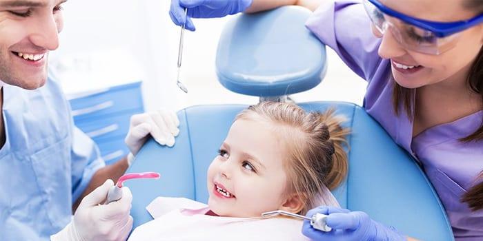 Девочке лечат зубки