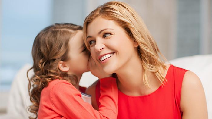 Дочка делится секретами с мамой