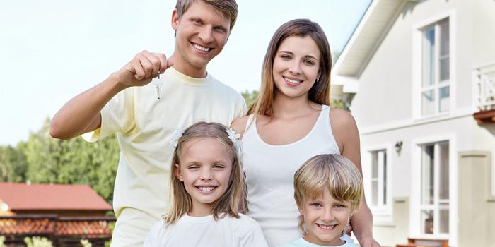 Новый дом и семья с детьми