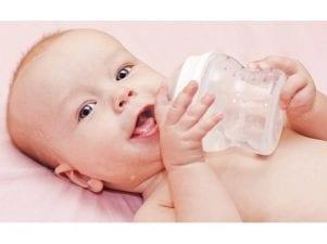 Когда можно давать воду новорожденному: с какого возраста и сколько раз
