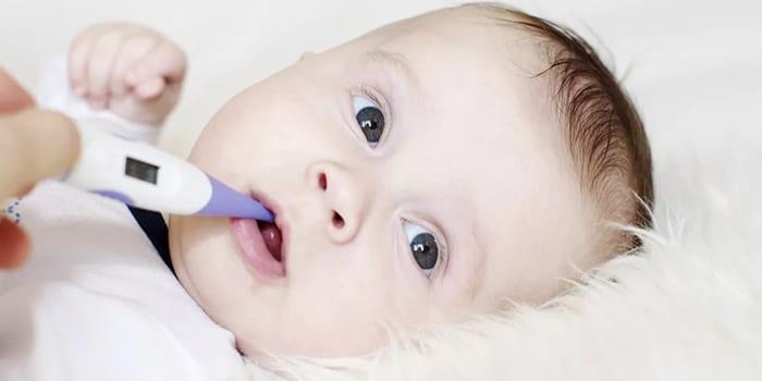 Градусник во рту у малыша