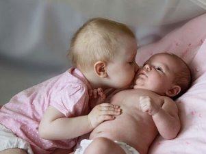 7 способов помочь малышу приспособиться к рождению другого ребенка