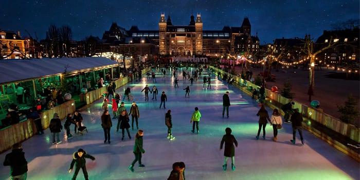 Каток на площади в Амстердаме