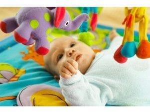 Когда новорожденный начинает слышать и видеть маму