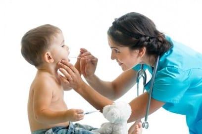 Как лечить горло у двухлетнего ребенка