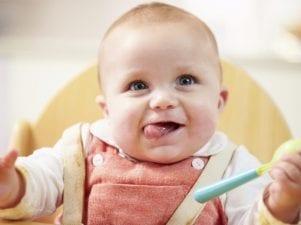 Правила прикорма грудных детей — какие продукты вводить по месяцам