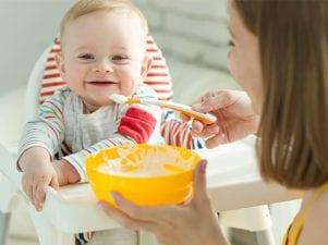 Когда и как надо вводить первый прикорм