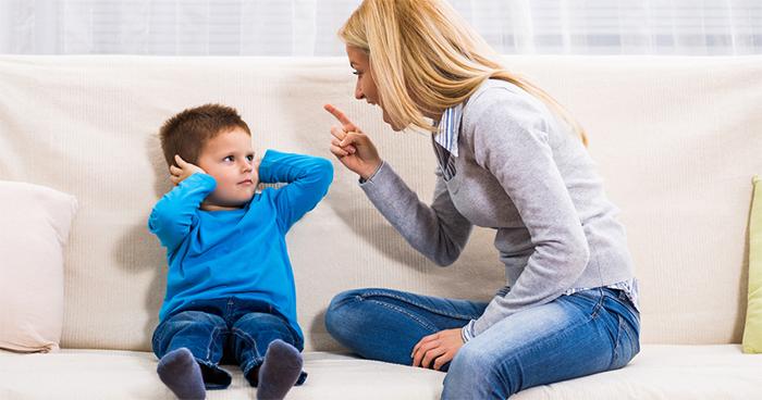 Мама кричит на сына