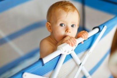 Манеж для ребенка: как выбрать модель