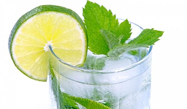 Как заставить ребенка пить больше воды