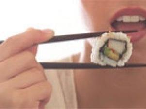 Блюда японской кухни для беременных: можно ли есть женщине суши и роллы