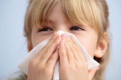 Насморк у ребенка при простуде и аллергии - симптомы, проявления, методы и препараты для лечения