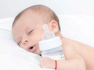 Стул новорожденного при искусственном вскармливании — признаки поноса и запора