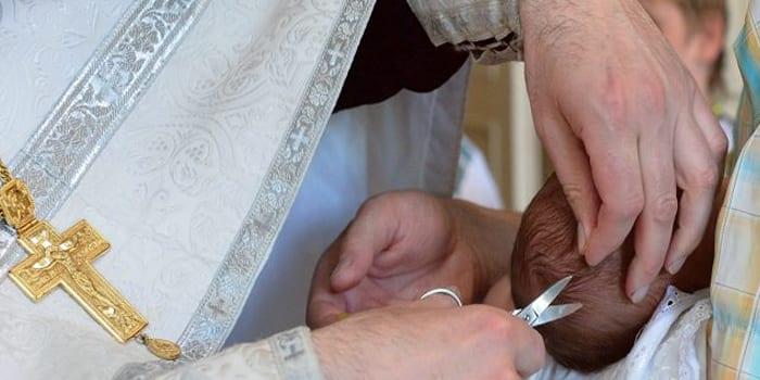 Обрезание волос при обряде
