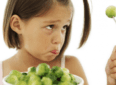Почему ребенок не ест: стоит ли заставлять малыша