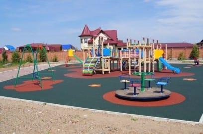 Покрытие для детских площадок для улицы, дачи или внутренних помещений - виды и стоимость