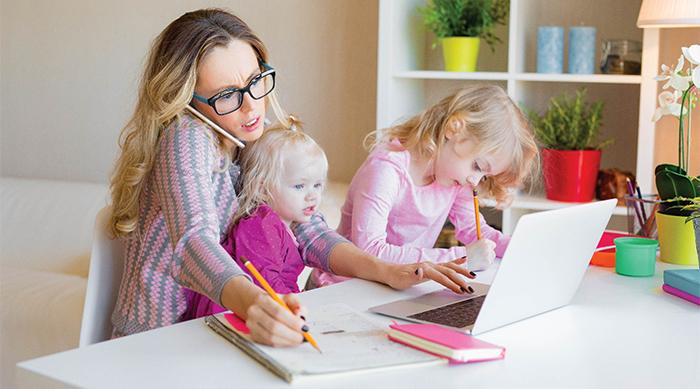 Работающая мама с детьми