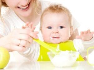 Схема ввода прикорма при грудном вскармливании — правила и рацион до года
