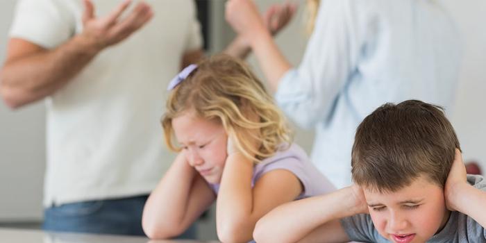 Родители ругаются при детях