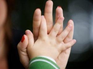 Льготы матерям-одиночкам — детские пособия, вычеты и соцпомощь