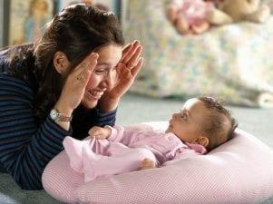 Игра Ку-ку с ребенком 2 месяцев