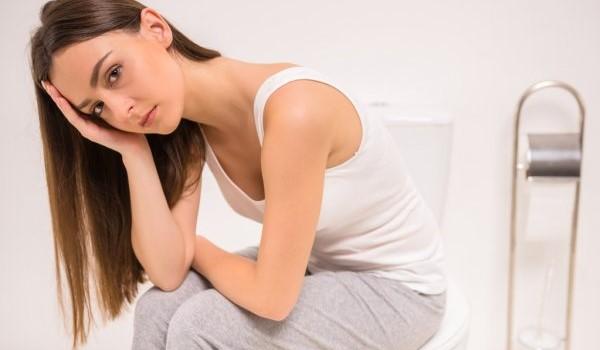 Как справиться с запорами после родов