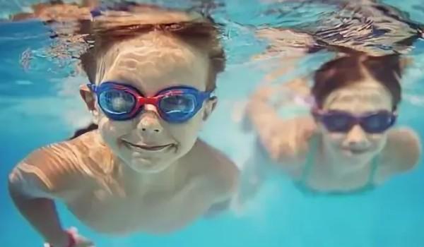 5 вещей, которые ваш ребенок не должен делать в бассейне и аквапарке