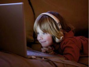 Сколько экранного времени должно быть у детей