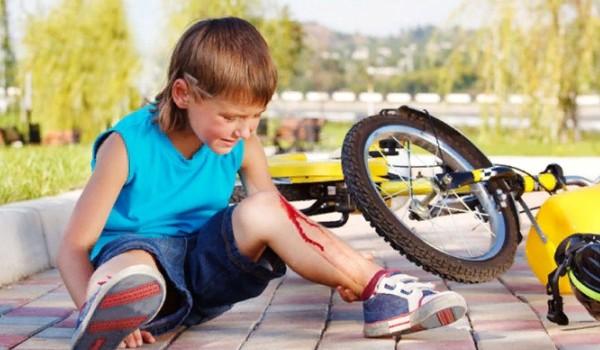 Первая помощь при распространенных детских травмах