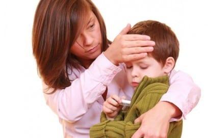 Тепловой удар у ребенка - симптомы и лечение, неотложные меры и жаропонижающие препараты
