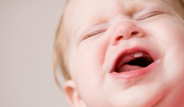 Прорезывание зубов, как облегчить состояние ребенка